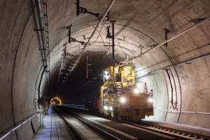 Oberleitungsmontage im Lainzer Tunnel