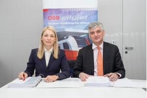 Evelyn Palla, Vorstandsdirektorin der ÖBB-Personenverkehr AG, und Arnulf Wolfram, Leiter der Division Mobility der Siemens AG Österreich, bei der Vertragsunterzeichnung der 64 neuen Cityjets. Copyright: ÖBB/Wegscheider