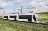 """Die Siemens-Straßenbahn Avenio für Doha, im Emirat Katar, erhält den renommierten """"Red Dot""""-Award für Product Design 2017. Das minimalistische und zeitlose Design der Straßenbahn passt sich flexibel an die Umgebung an und spiegelt in Doha die moderne Architektur des Education City Campus wider.Bild: Siemens"""