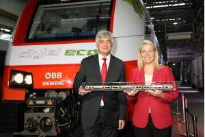 Evelyn Palla, Vorstandsdirektorin ÖBB-Personenverkehr AG und Arnulf Wolfram, CEO der Siemens Mobility GmbH Österreich präsentieren den Cityjet eco. ©ÖBB/Krischanz
