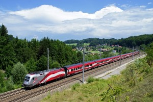 """Jubiläums railjet """"175 Jahre Eisenbahn für Österreich"""""""