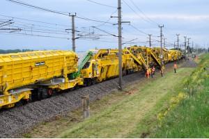 Die URM 700-2 auf der Westbahnstrecke – Überleitstelle Linz-JetzingBild: Plasser & Theurer Export von Bahnbaumaschinen Gesellschaft m.b.H