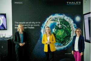 Die Gründerinnen von Thales Women In Network freuen sich über einen spannenden Austausch mit Frauenministerin Susanne RaabFotocredit: Thales