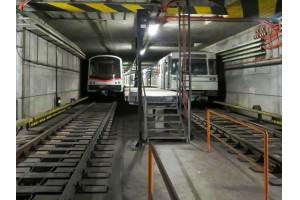 Der U-Bahn-Tunnel ist nur 4 Meter vom Musikvereinsgebäude entfernt. Im Bild die zwei eingesetzten Zugtypen.Bild: Getzner Werkstoffe