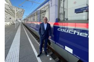 Michele Molinari, CEO und Eigentümer der Molinari Rail Group, bei der Präsentation des Fahrzeugs in Salzburg am 11.10.2021.Bildquelle: Molinari Rail Group