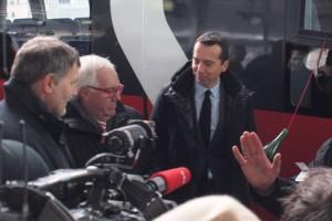 """ÖBB-Chef Christian Kern nimmt die """"Taufe"""" des Jubiläumszugs """"50 Jahre S-Bahn in Wien"""" vor"""