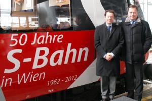 """Verbandspräsident Mag. Kai Ostermann (links) und Verbandsgeschäftsführer Ing. Ronald Chodász, """"50 Jahre S-Bahn in Wien"""" am 17.01.2012 Foto: Heinz Katzenbeisser"""