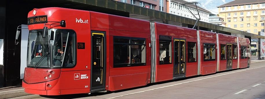 Innsbruck, Straßenbahn beim Hauptbahnhof