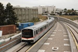 """Wiener U-Bahn, neue Teilstrecke der U1 (Kagran - Leopoldau) mit klimatisiertem """"V-Wagen"""", aufgenommen am Tag nach der Eröffnung, 03.09.2006"""